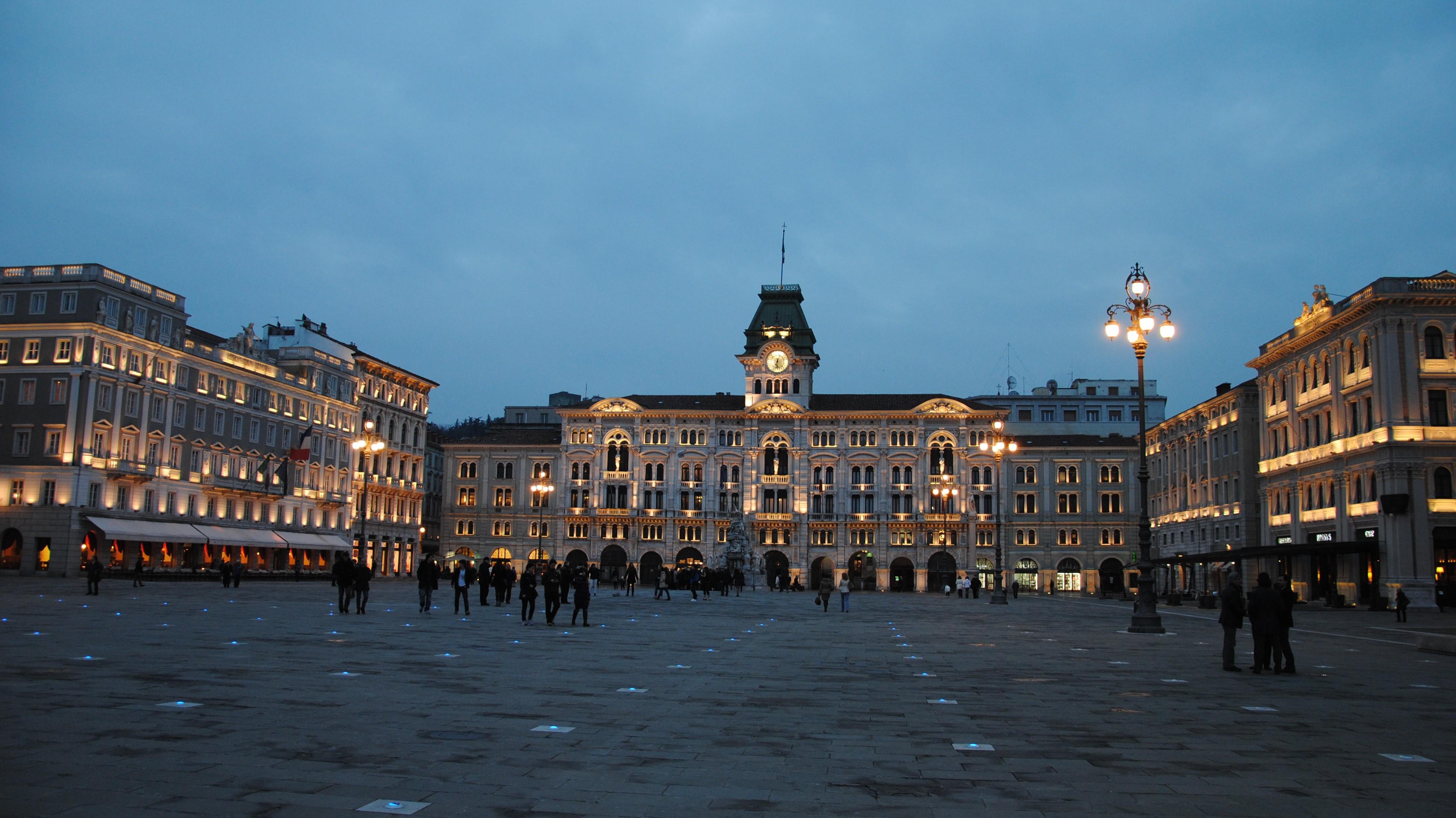 Piazza Unità d'Italia 12