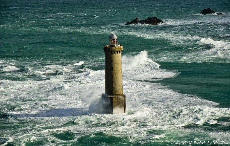 Lighthouses of Brittany 13