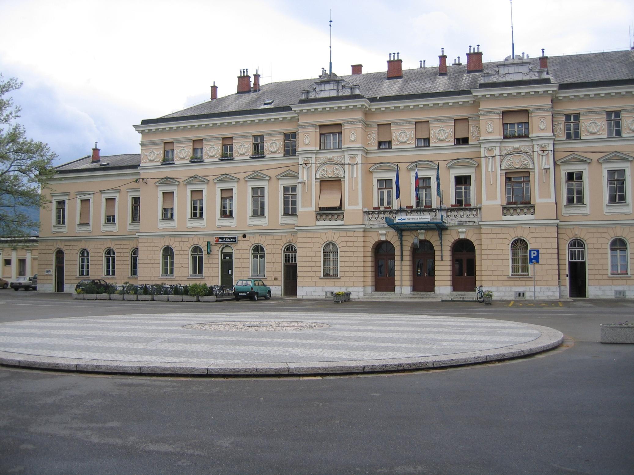 Piazza della Transalpina 8