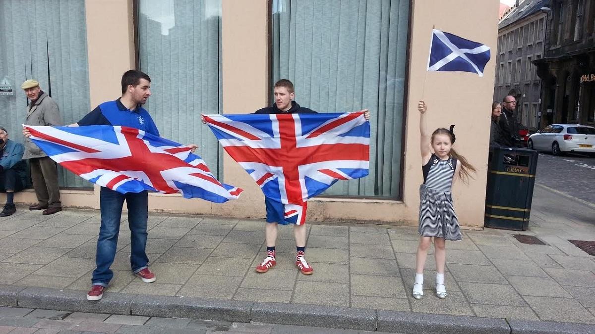 Μια νεαρή, η Ciara Robertson, διαδηλώνει υπέρ της Σκωτσέζικης ανεξαρτησίας. Φωτογράφος: Stephanie Robertson