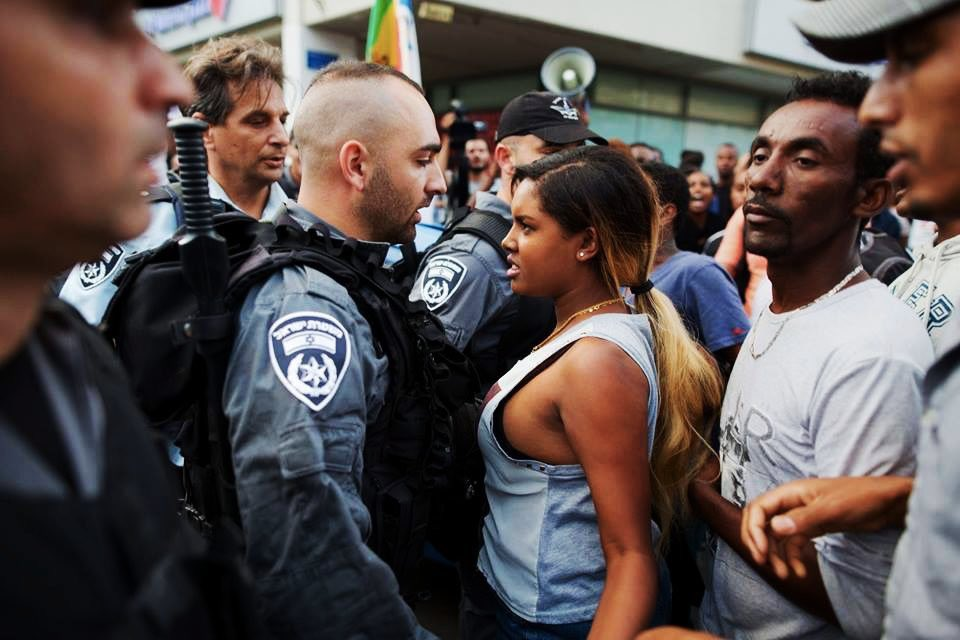 Μία γυναίκα αιθιοπικής και ισραηλινής καταγωγής, στο Τελ Αβίβ, το 2016.